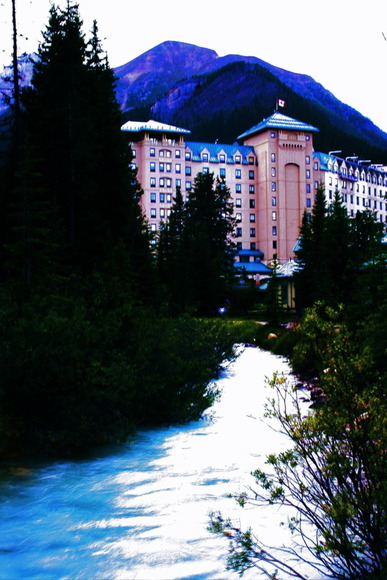 Lake Louise Lodge at